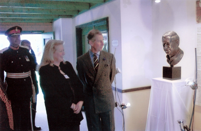 HRH Prince of Wales with Nichola at the unveiling of his portrait at Ryton Gardens 2003